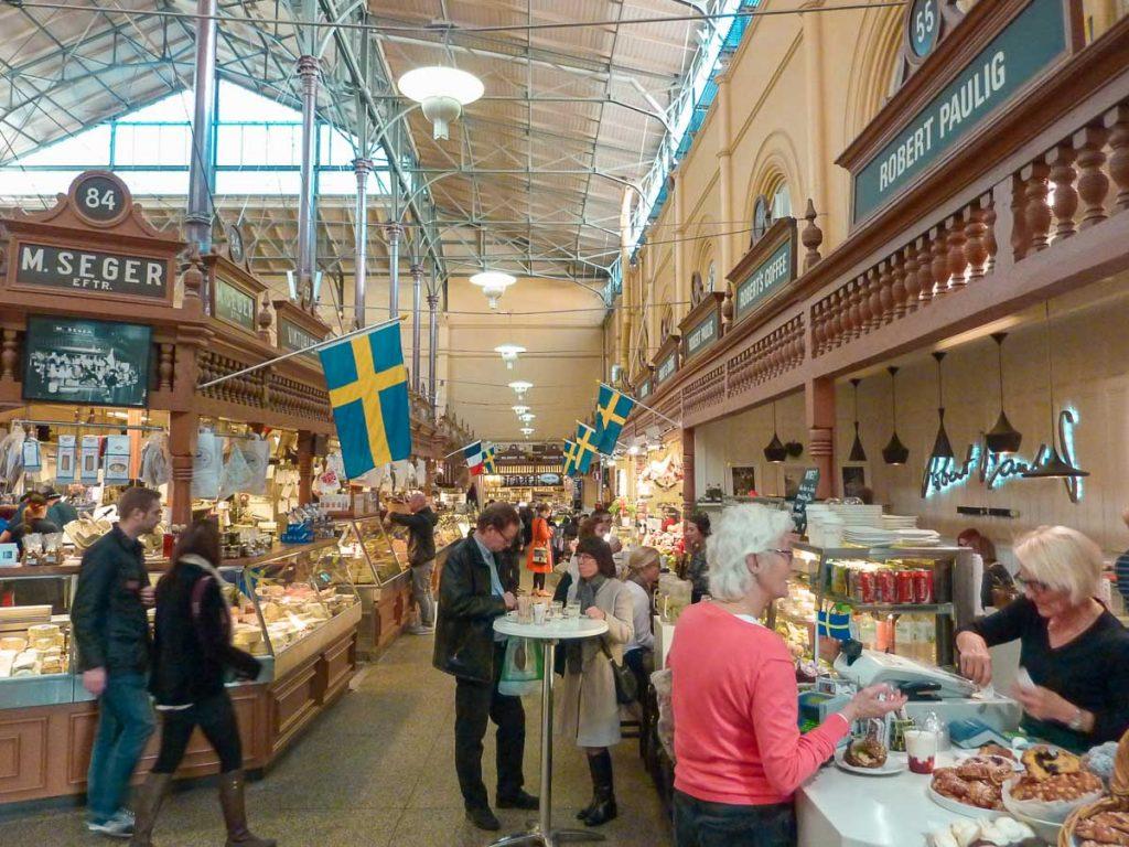 Marché Östermalms Saluhall à Stockholm dans mon article Visiter Stockholm : Que faire à Stockholm en 10 coups de coeur #suede #stockholm #europe #voyage #scandinavie #citytrip