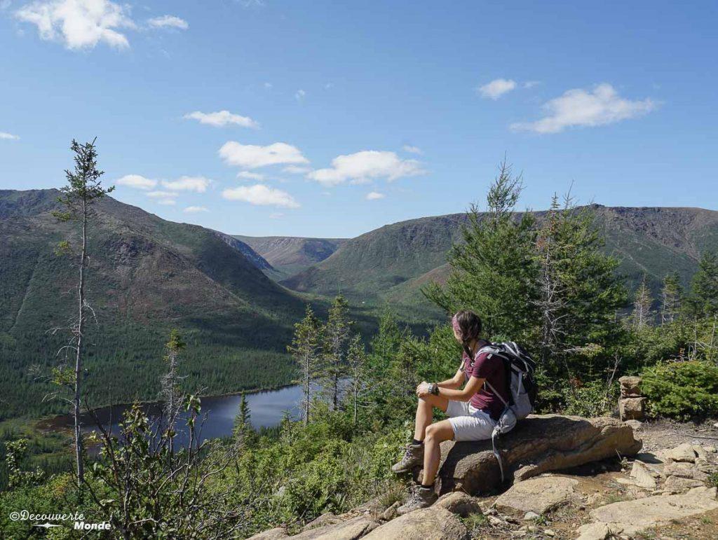 Au sommet du Mont Olivine dans le parc de la Gaspésie dans mon article Gaspésie en 10 jours : Itinéraire de mon tour de la Gaspésie en road trip #gaspesie #quebec #canada #voyage #quebecoriginal #explorecanada #parcgaspesie #sepaq