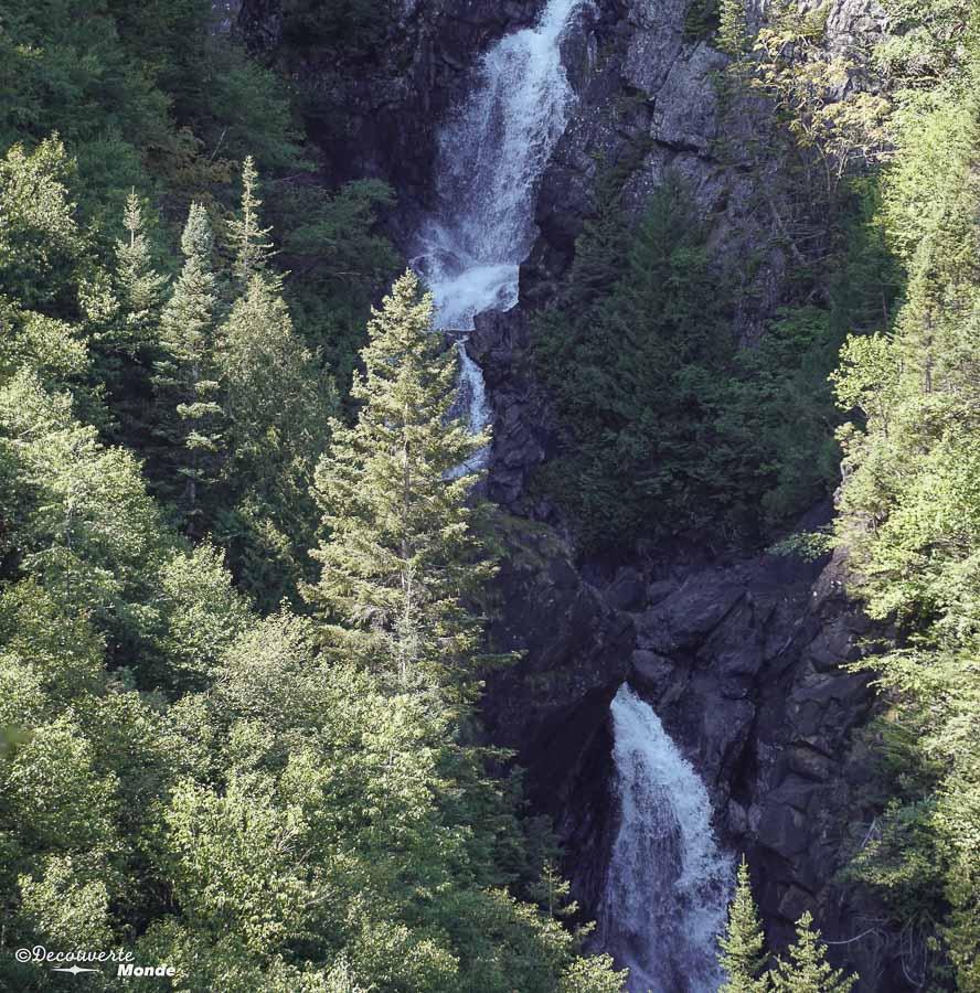Chute dans le parc de la Gaspésie dans mon article Gaspésie en 10 jours : Itinéraire de mon tour de la Gaspésie en road trip #gaspesie #quebec #canada #voyage #quebecoriginal #explorecanada #chute