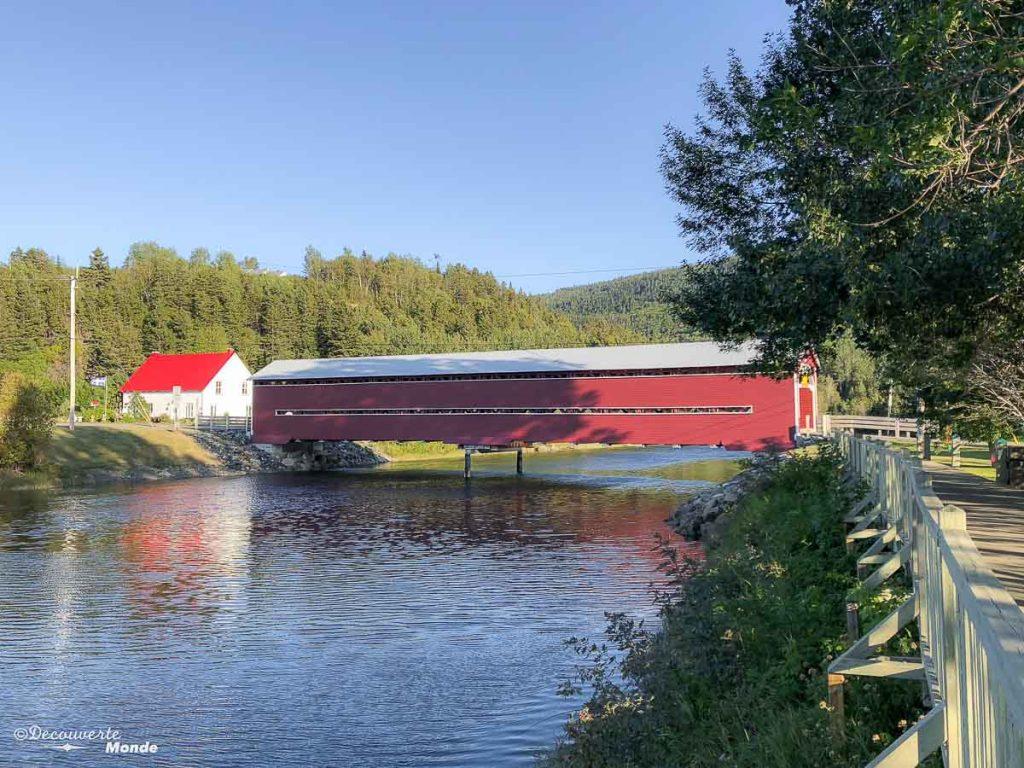 Le pont couvert de Grande-Vallée dans mon article Gaspésie en 10 jours : Itinéraire de mon tour de la Gaspésie en road trip #gaspesie #quebec #canada #voyage #quebecoriginal #explorecanada #pont