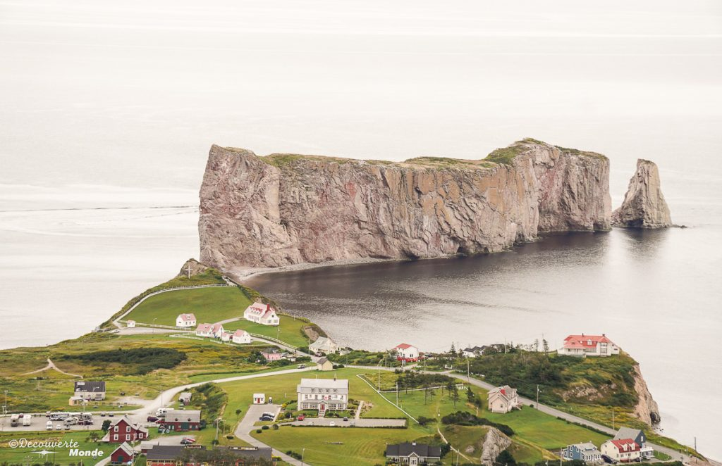 Le Rocher Percé de la plateforme du GeoParc dans mon article Gaspésie en 10 jours : Itinéraire de mon tour de la Gaspésie en road trip #gaspesie #quebec #canada #voyage #quebecoriginal #explorecanada #nature #perce