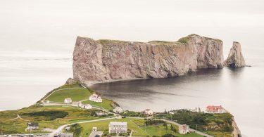 Le Rocher Percé de la plateforme du GeoParc dans mon article Gaspésie en 10 jours : Itinéraire de mon tour de la Gaspésie en road trip #gaspesie #quebec #canada #voyage #quebecoriginal #explorecanada #nature #perce