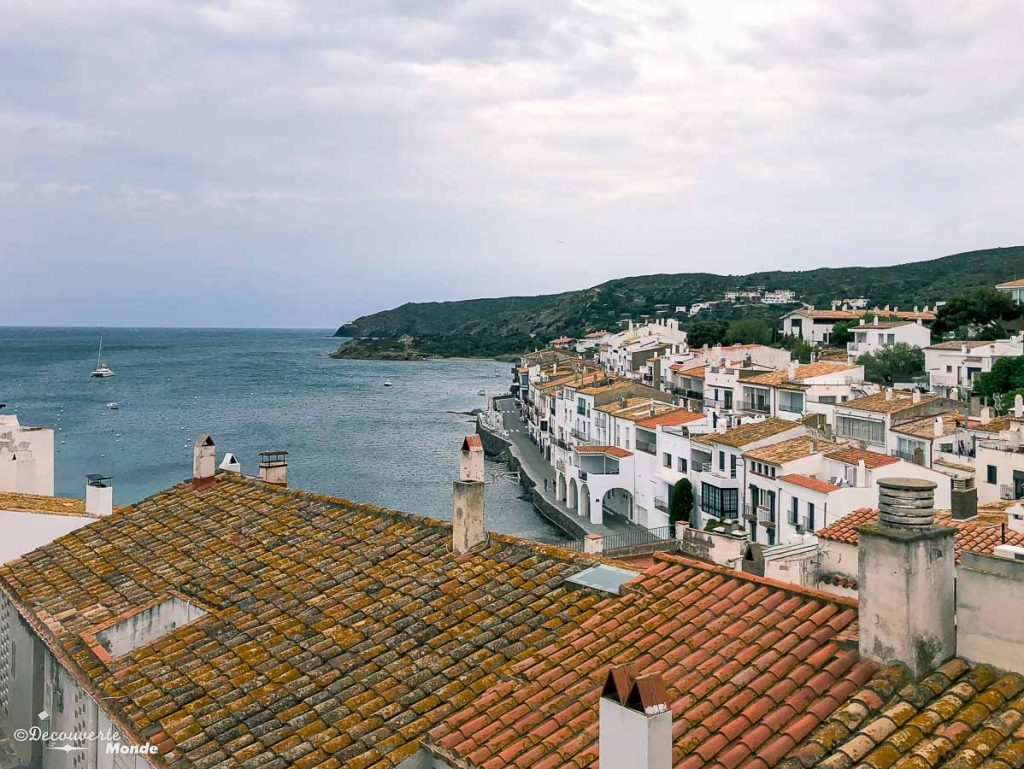 Le village de Cadaquès qui a inspiré Dali dans mon article Visiter la Costa Brava en Espagne : Que faire en 7 lieux à visiter #costabrava #espagne #catalogne #europe #voyage #cadaques #dali