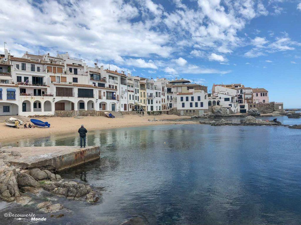 Le village de Calella de Palafrugell dans mon article Visiter la Costa Brava en Espagne : Que faire en 7 lieux à visiter #costabrava #espagne #catalogne #europe #voyage #tossademar #calelladepalafrugell