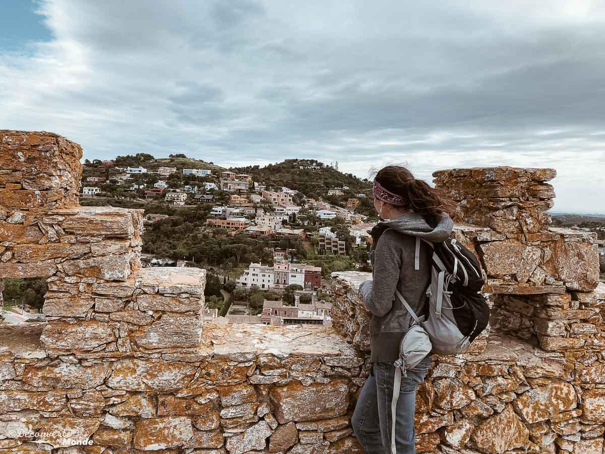 Sur les ruines du château de Begur dans mon article Visiter la Costa Brava en Espagne : Que faire en 7 lieux à visiter #costabrava #espagne #catalogne #europe #voyage #tossademar #chateau #begur
