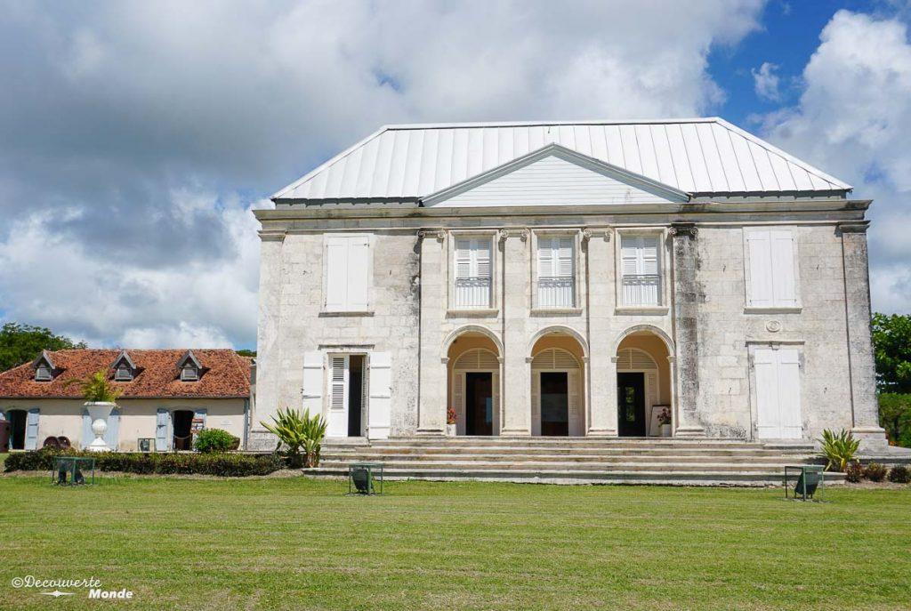 Le Château Murat, ancien domaine durant l'esclavage dans mon article Que faire en Guadeloupe et visiter : Idées d'activités à petit budget #guadeloupe #antilles #caraibes #ile #voyage #mariegalante #patrimoine