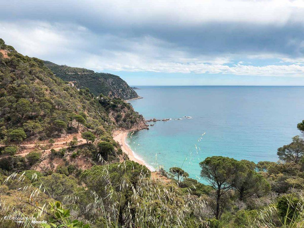 Une petite plage sur la Costa Brava dans mon article Visiter la Costa Brava en Espagne : Que faire en 7 lieux à visiter #costabrava #espagne #catalogne #europe #voyage #tossademar #plage