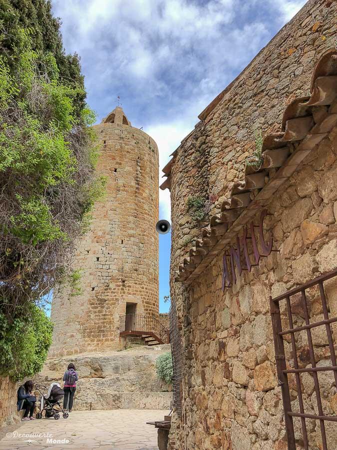 La Tour des heures à Pals dans mon article Visiter la Costa Brava en Espagne : Que faire en 7 lieux à visiter #costabrava #espagne #catalogne #europe #voyage #pals #villagemedieval