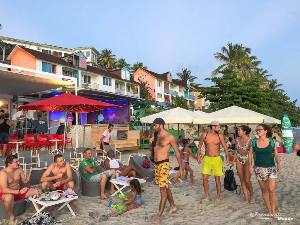 Prendre un verre sur la plage du Gosier à Grande-Terre dans mon article Que faire en Guadeloupe et visiter : Idées d'activités à petit budget #guadeloupe #antilles #caraibes #ile #voyage #grandeterre #legosier #plage