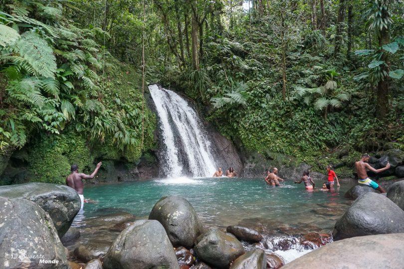 La Cascade aux écrevisses en Basse-Terre dans mon article Que faire en Guadeloupe et visiter : Idées d'activités à petit budget #guadeloupe #antilles #caraibes #ile #voyage #basseterre #cascade #chute #paradis