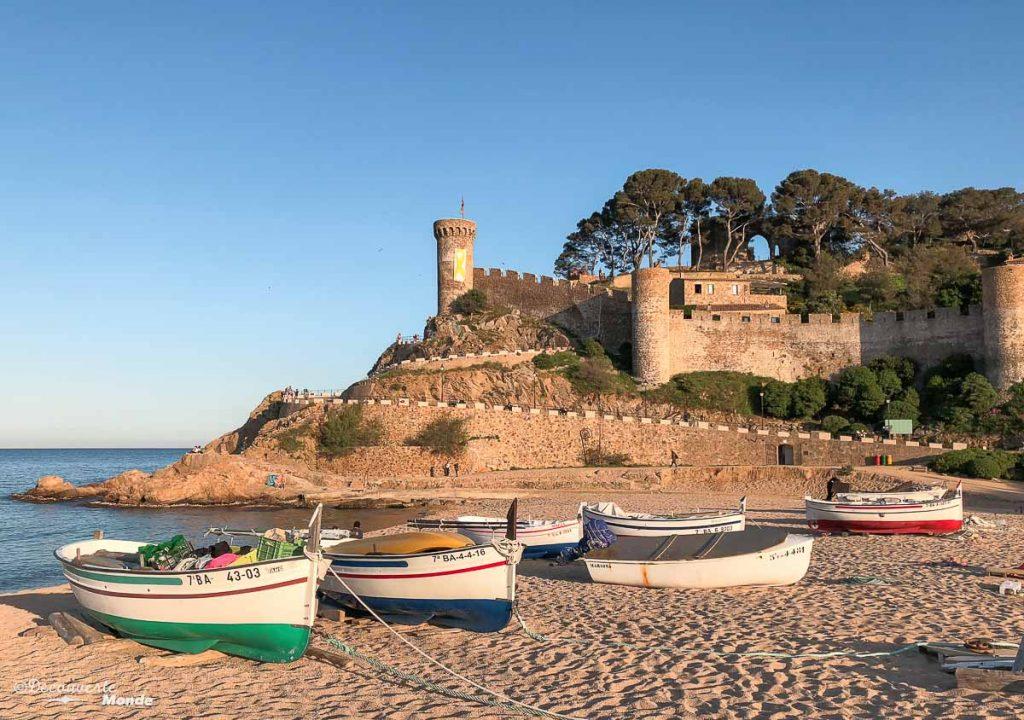 Les remparts de la vieille ville de Tossa de Mar dans mon article Visiter la Costa Brava en Espagne : Que faire en 7 lieux à visiter #costabrava #espagne #catalogne #europe #voyage #tossademar #medieval #plage