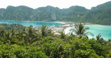 Île de Koh Phi Phi Don dans mon article Quelle île de Thaïlande choisir : Nos 9 préférées connues et moins connues #thailande #asiedusudest #asie #ile #voyage #plage #plageparadisiaque #mer #kohphiphi