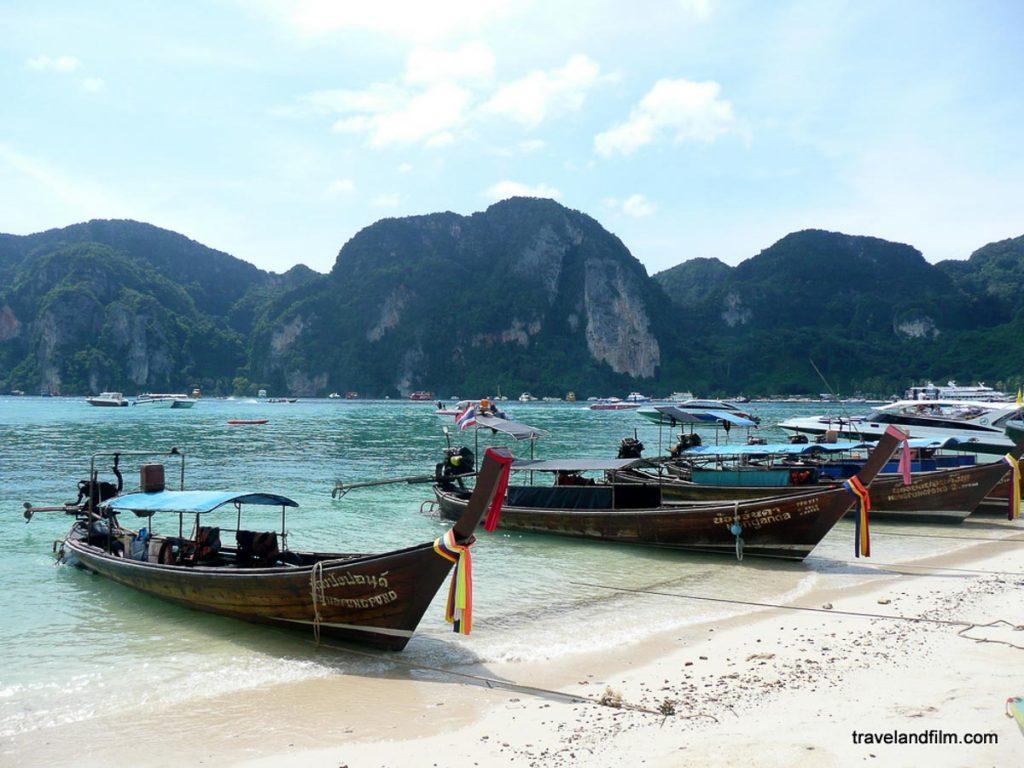 Île de Koh Phi Phi dans mon article Quelle île de Thaïlande choisir : Nos 9 préférées connues et moins connues #thailande #asiedusudest #asie #ile #voyage #plage #plageparadisiaque #mer #kohphiphi