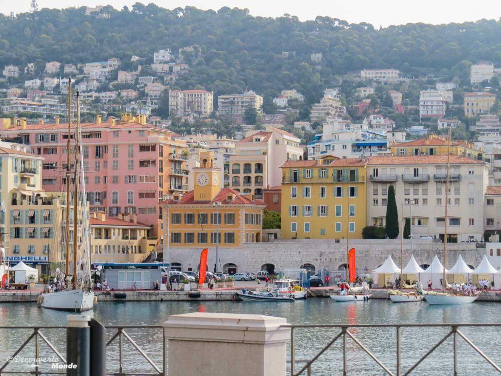 Au port de Nice dans mon article Visiter Nice sur la côte d'Azur: Que faire et que voir en une journée #nice #cotedazur #france #europe #voyage #mer #mediterranee #port