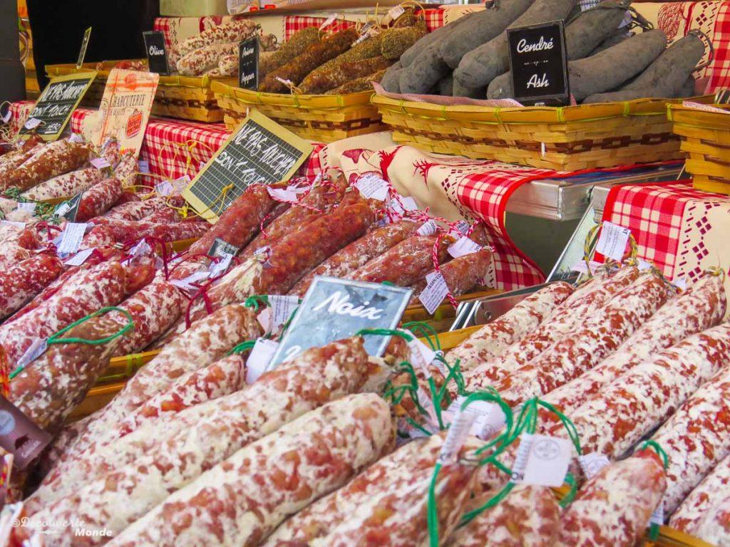 Au marché de Nice dans mon article Visiter Nice sur la côte d'Azur: Que faire et que voir en une journée #nice #cotedazur #france #europe #voyage #marché