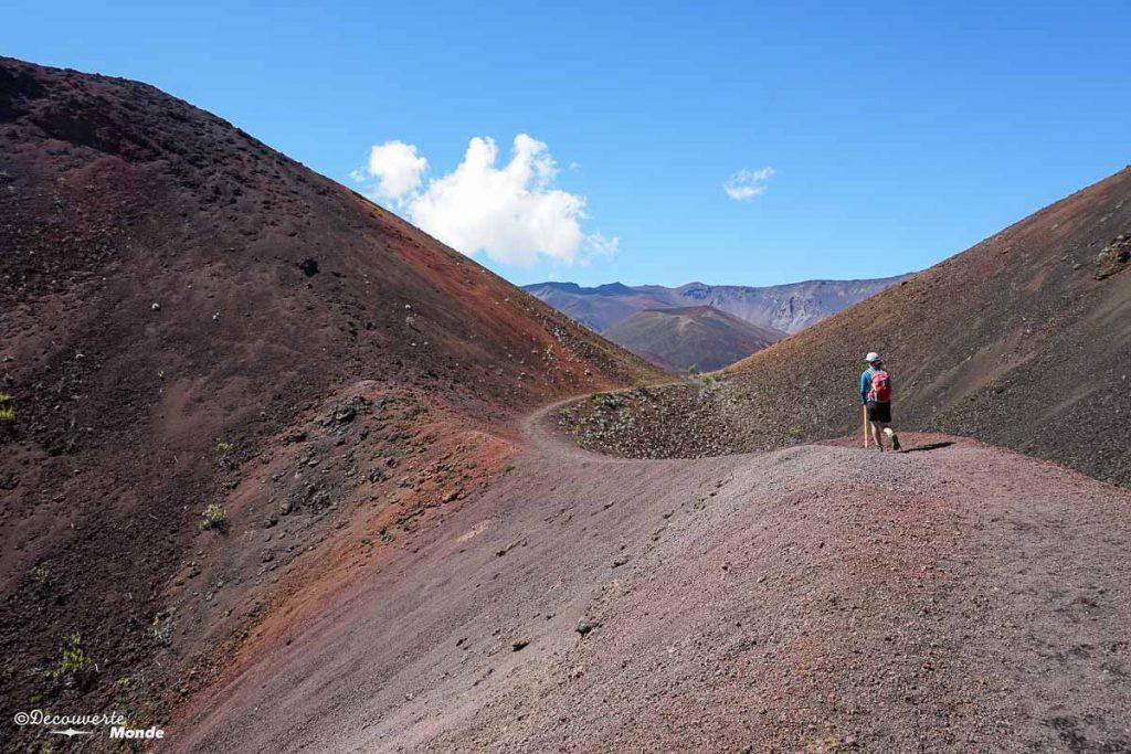Randonnée dans le cratère du volcan Haleakala à Maui à Hawaii dans mon article Maui à Hawaii : Que faire en 10 jours de road trip sur l'île de Maui #maui #hawaii #hawai #etatsunis #usa #voyage #Haleakala #volcan