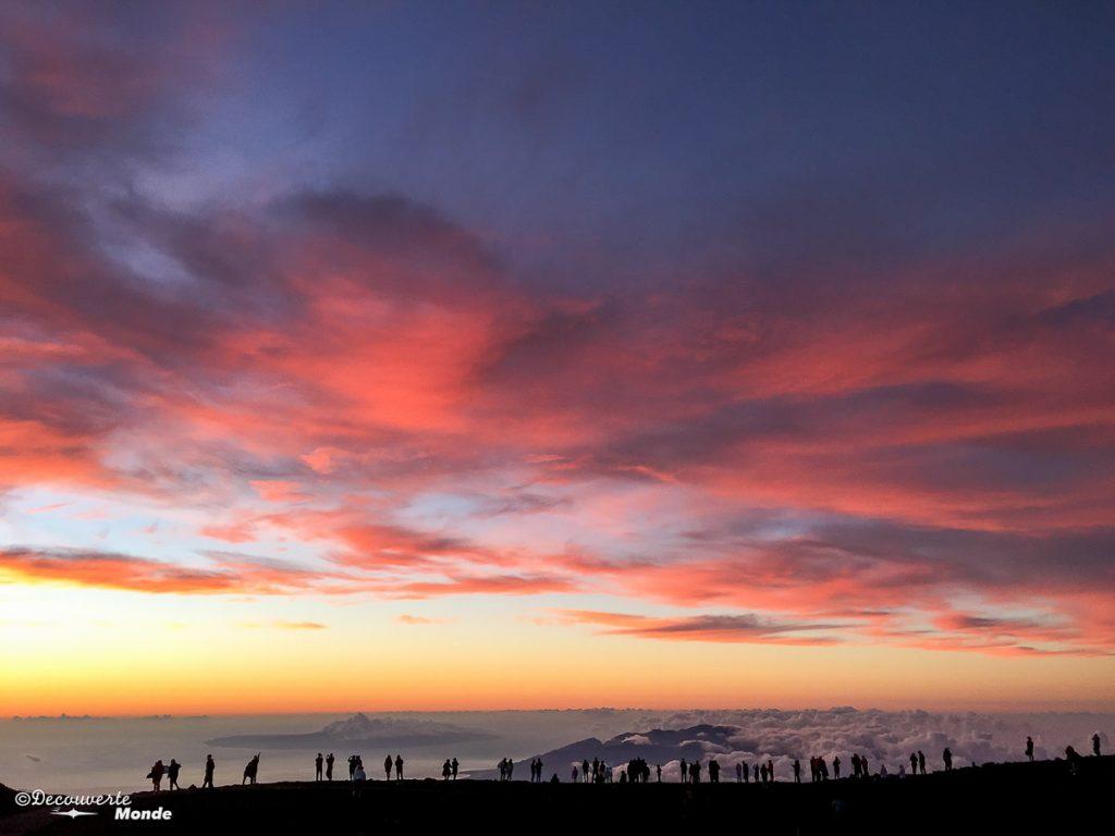 Coucher de soleil au sommet du volcan Haleakala à Maui à Hawaii dans mon article Maui à Hawaii : Que faire en 10 jours de road trip sur l'île de Maui #maui #hawaii #hawai #etatsunis #usa #voyage #Haleakala #volcan coucherdesoleil
