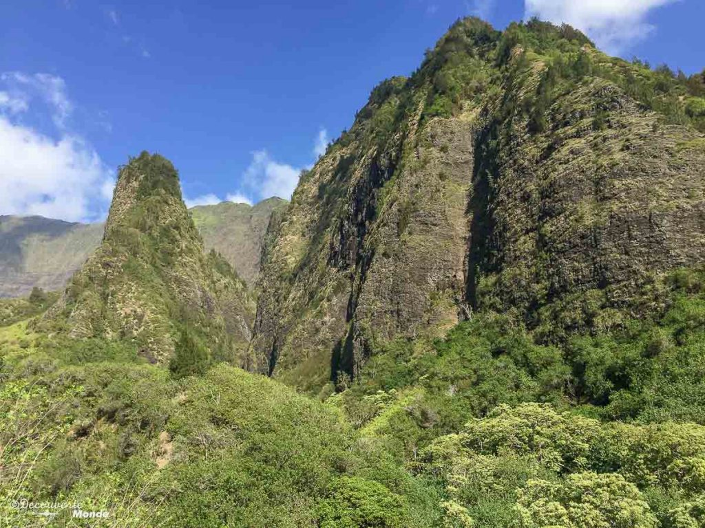 Iao valley à Maui à Hawaii dans mon article Maui à Hawaii : Que faire en 10 jours de road trip sur l'île de Maui #maui #hawaii #hawai #etatsunis #usa #voyage #iaovalley