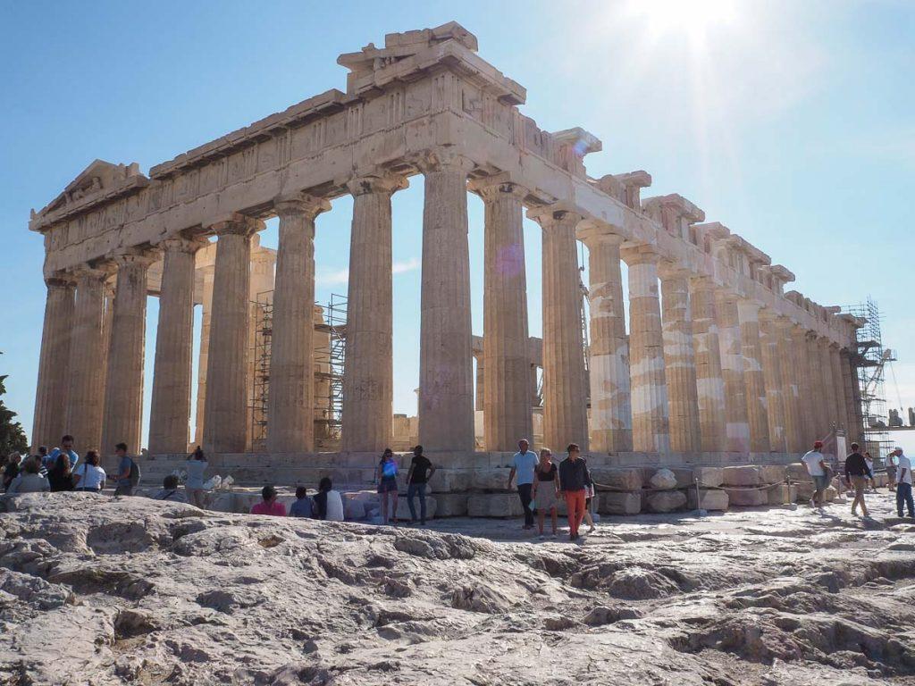 Le Parthénon, l'emblème d'Athènes, à l'Acropole d'Athènes dans mon article Visiter Athènes en Grèce : Que faire et voir le temps d'un week-end #athenes #athens #acropole #theatregrec #voyage #grece #histoire #greceantique #antiquite #patrimoine #unesco #parthenon