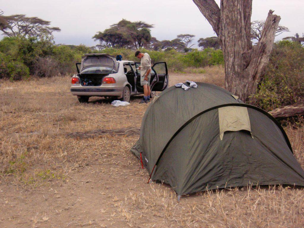 En camping lors d'un safari au Kenya dans mon article Safari au Kenya pas cher : Comment le faire en indépendant dans 5 réserves #kenya #safari #afrique #voyage #animaux