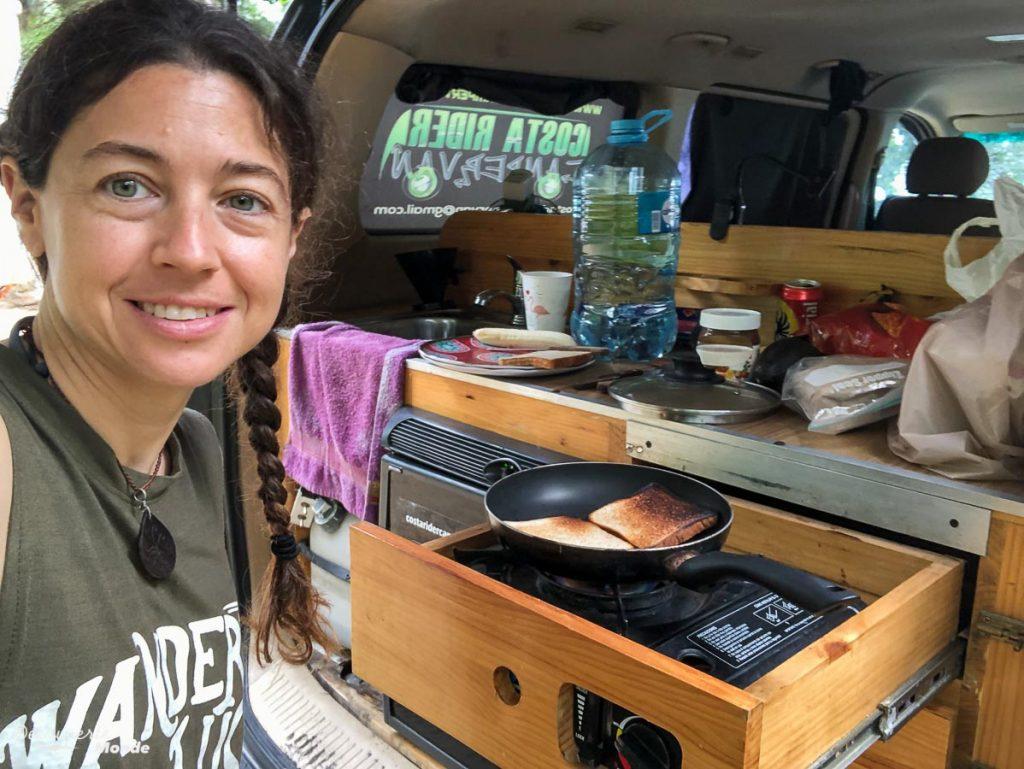 Cuisiner dans son campervan au Costa Rica dans mon article Campervan au Costa Rica : Mes conseils pour un road trip au Costa Rica #costarica #voyage #campervan #van #vanlife #roadtrip