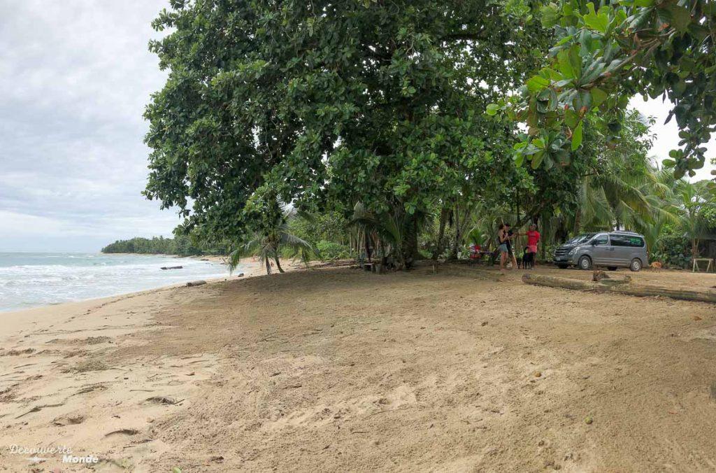Dormir sur la plage en van au Costa Rica dans mon article Campervan au Costa Rica : Mes conseils pour un road trip au Costa Rica #costarica #voyage #campervan #van #vanlife #roadtrip