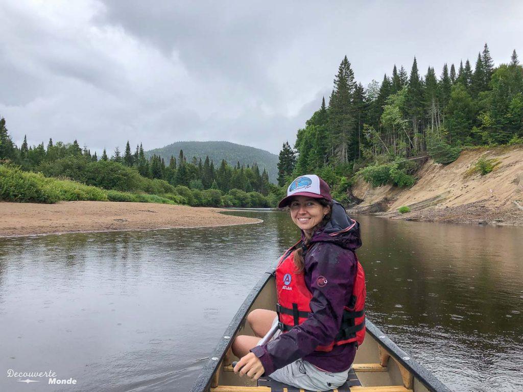 Journée de canot au Parc National du Mont-Tremblant dans mon article Journée au Parc du Mont-Tremblant sans voiture avec la Navette Nature #navettenature #monttremblant #parcdumonttremblant #sepaq #quebec #laurentides #nature #canot