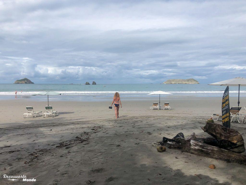 Plage déserte au Costa Rica dans mon article Campervan au Costa Rica : Mes conseils pour un road trip au Costa Rica #costarica #voyage #campervan #van #vanlife #roadtrip