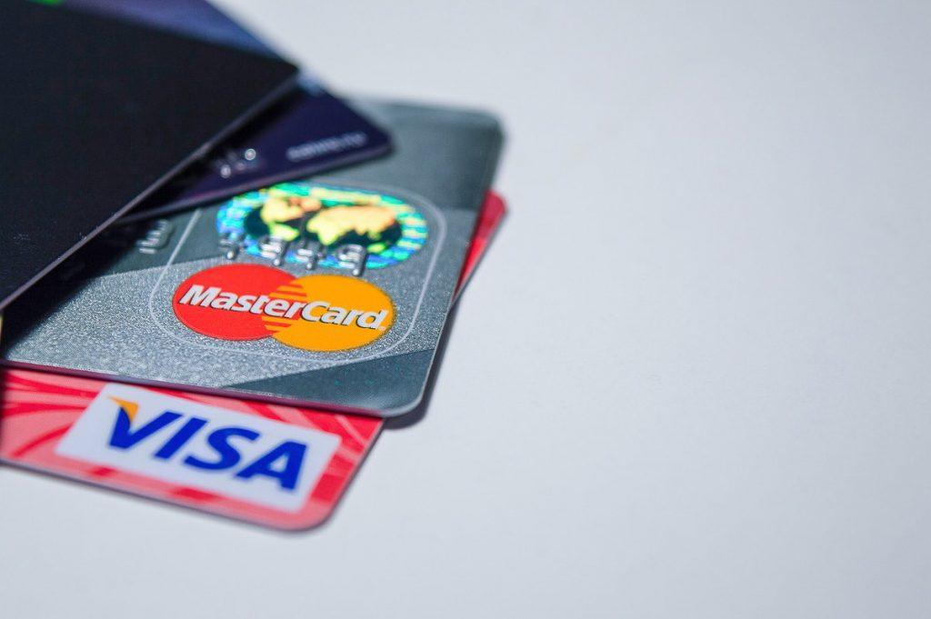 Cartes de crédit pour cumuler des remises pour voyager dans mon article Utiliser les remises des cartes de crédit pour économiser sur ses voyage #travelhacking #cartedecredit #americanexpress #voyage
