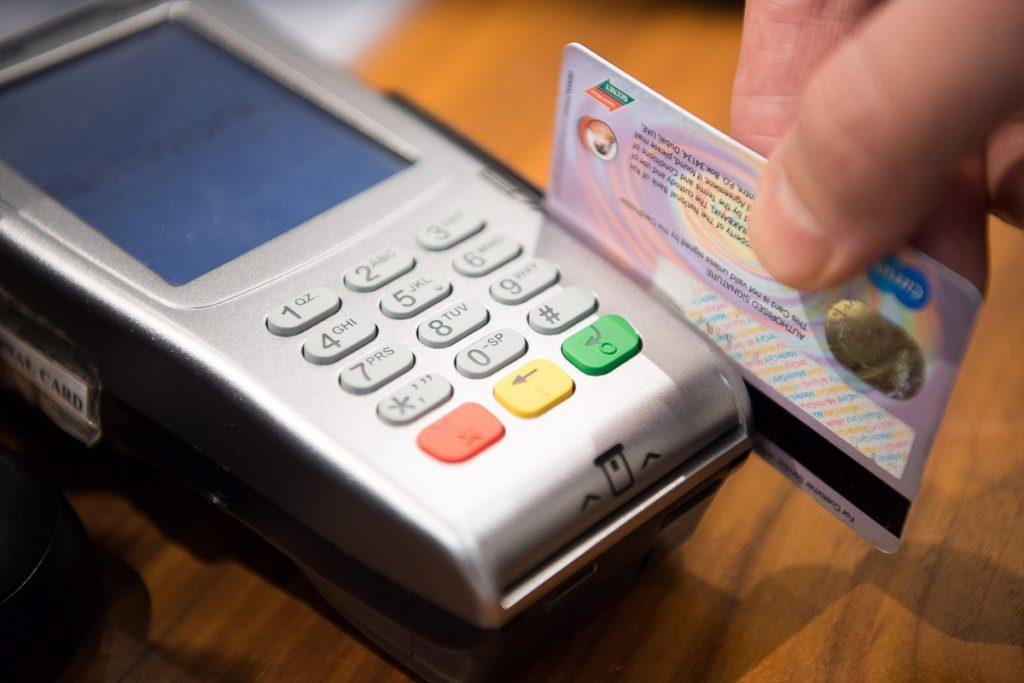 Payer avec sa carte de crédit pour cumuler des points dans mon article Utiliser les remises des cartes de crédit pour économiser sur ses voyage #travelhacking #cartedecredit #americanexpress #voyage
