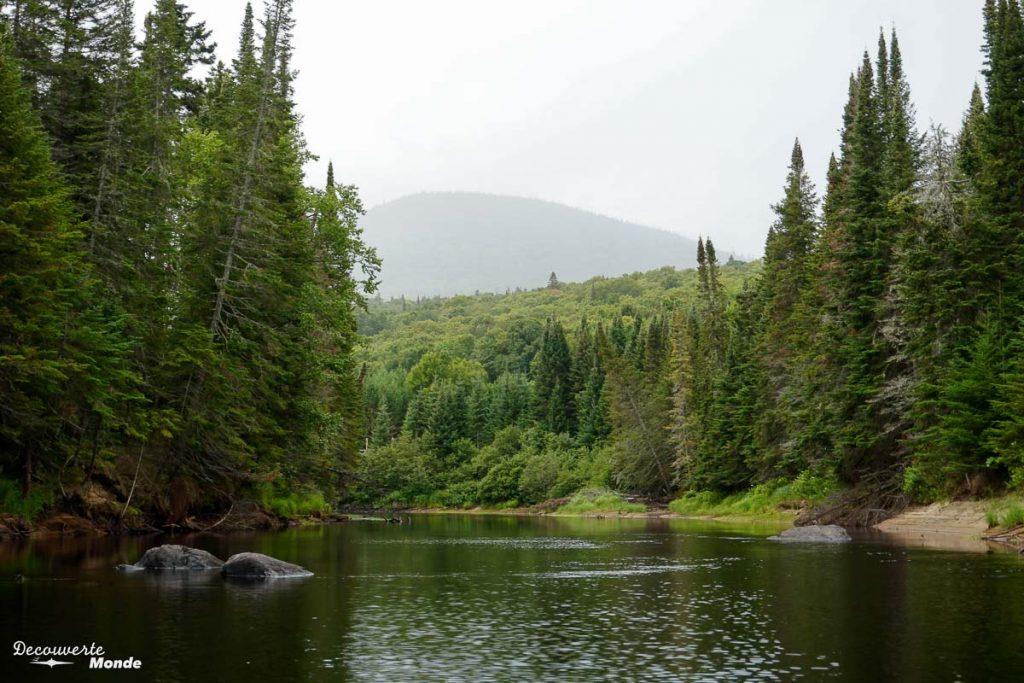 La rivière de la Diable dans le Parc National du Mont-Tremblant dans mon article Journée au Parc du Mont-Tremblant sans voiture avec la Navette Nature #navettenature #monttremblant #parcdumonttremblant #sepaq #quebec #laurentides #nature #canot