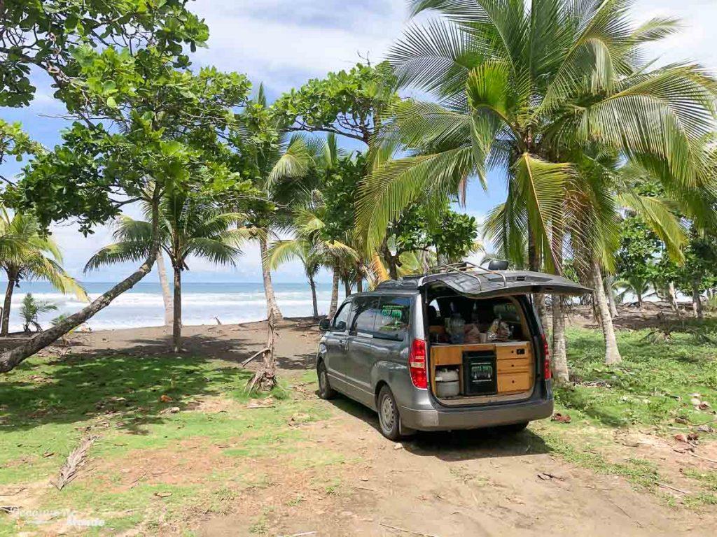 Playa Matapalo, hors des sentiers battus au Costa Rica dans mon article Campervan au Costa Rica : Mes conseils pour un road trip au Costa Rica #costarica #voyage #campervan #van #vanlife #roadtrip