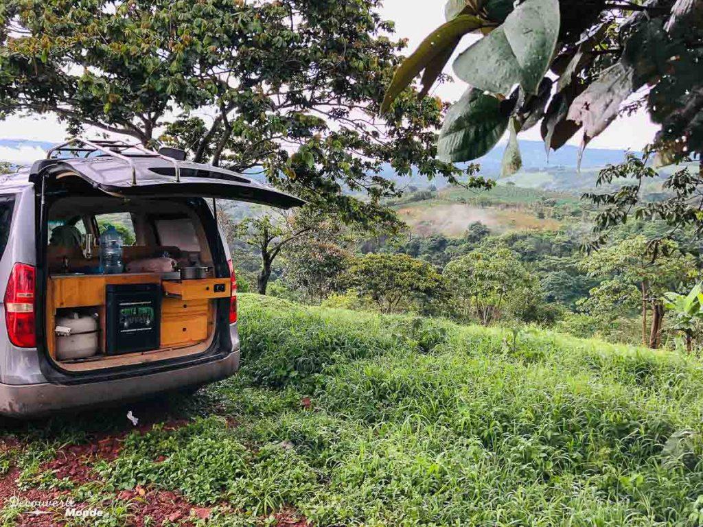 Campervan aménagé au Costa Rica dans mon article Campervan au Costa Rica : Mes conseils pour un road trip au Costa Rica #costarica #voyage #campervan #van #vanlife #roadtrip