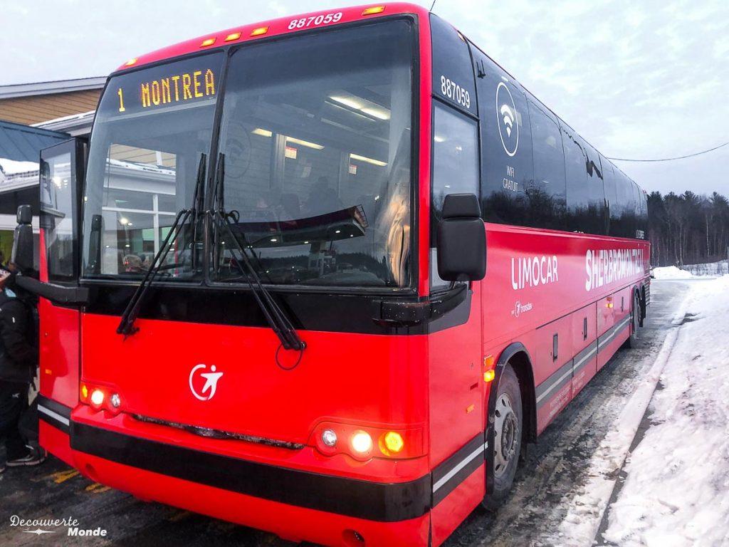 Montréal-Bromont en bus pour aller skier au Mont Bromont dans mon article Mont Bromont en bus : Ma journée sans voiture à la station de ski Bromont #Bromont #ski #skimontbromont #montbromont #montagne #snowboard #cantonsdelest #experiencebusbud #quebec #canada