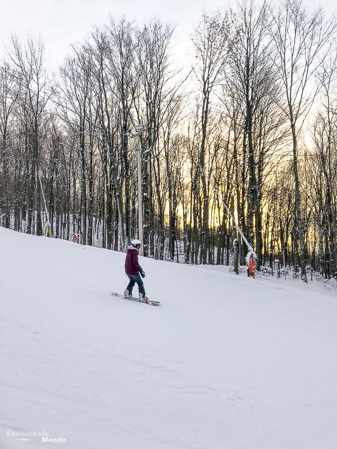Journée snowboard à la station de ski Bromont dans mon article Mont Bromont en bus : Ma journée sans voiture à la station de ski Bromont #Bromont #ski #skimontbromont #montbromont #montagne #snowboard #cantonsdelest #experiencebusbud #quebec #canada