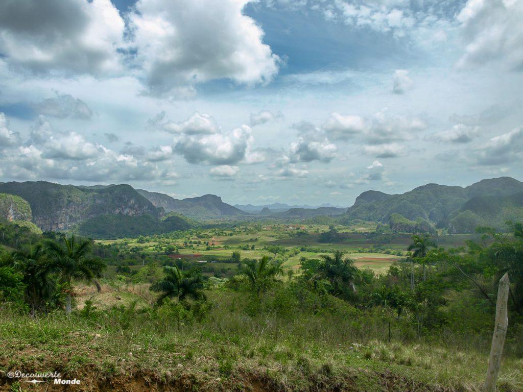 Vue sur la vallée de Vinales à Cuba dans mon article Viñales à Cuba : Explorer la campagne cubaine dans la vallée de Viñales #cuba #vinales #unesco #campagne #voyage