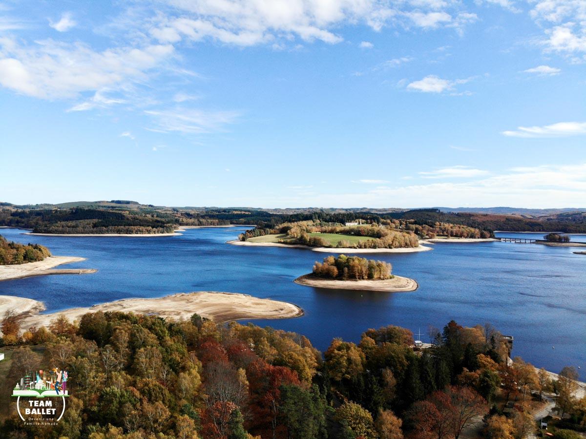 Lac de Vassivière au Limousin en Nouvelle-Aquitaine dans mon article Région de Nouvelle-Aquitaine en France en 12 incontournables à visiter #nouvelle-aquitaine #france #europe #voyage