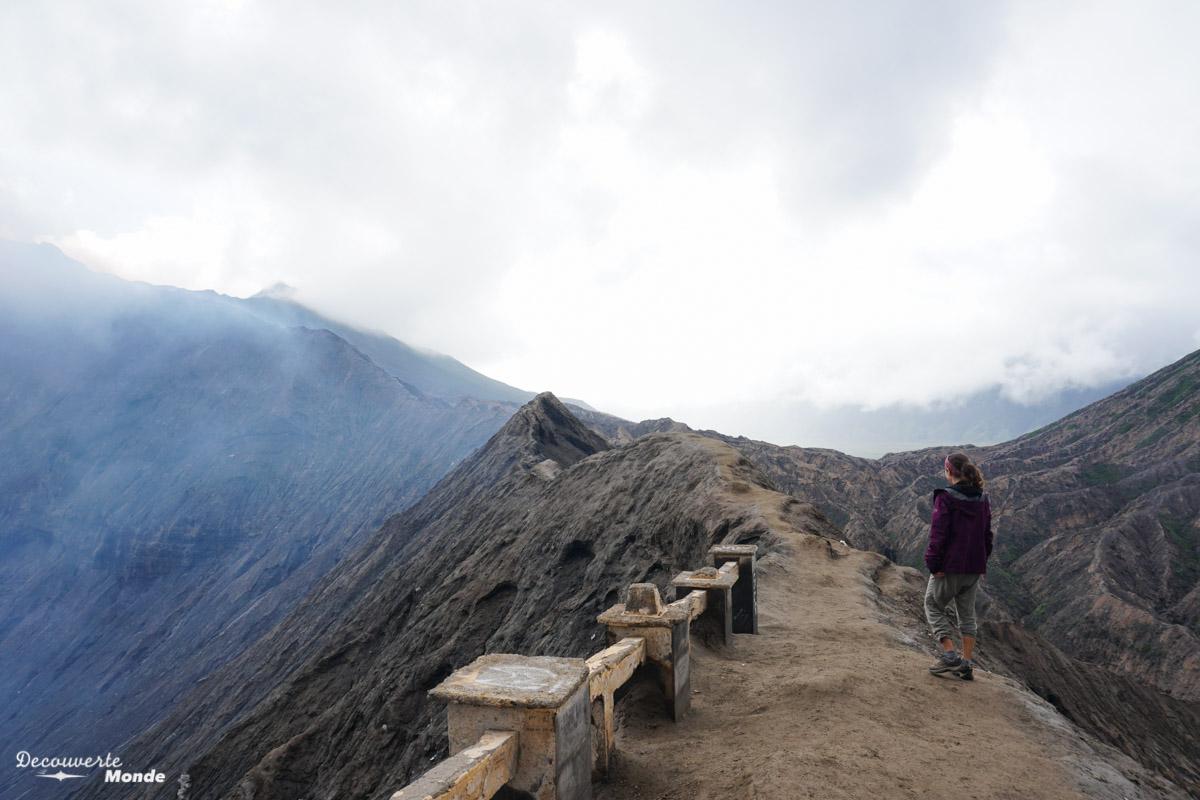 Cratère du volcan Bromo à Java dans mon article Que faire à Java, voir et visiter : Mes 10 incontournables #java #indonesie #voyage #asiedusudest #asie #volcan #bromo