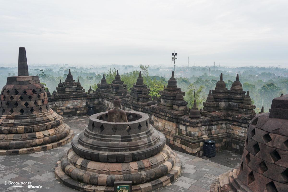 Lever de soleil temple de Borobudur dans mon article Que faire à Java, voir et visiter : Mes 10 incontournables #java #indonesie #voyage #asiedusudest #asie #borobudur #temple