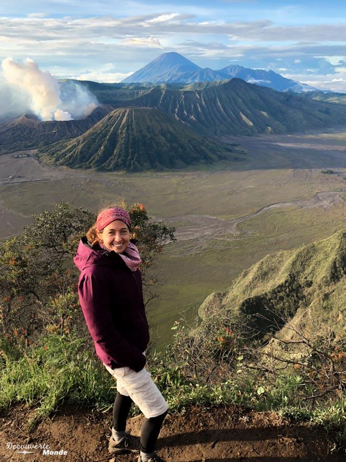 Lever de soleil sur le volcan Bromo dans mon article Que faire à Java, voir et visiter : Mes 10 incontournables #java #indonesie #voyage #asiedusudest #asie #volcan #bromo