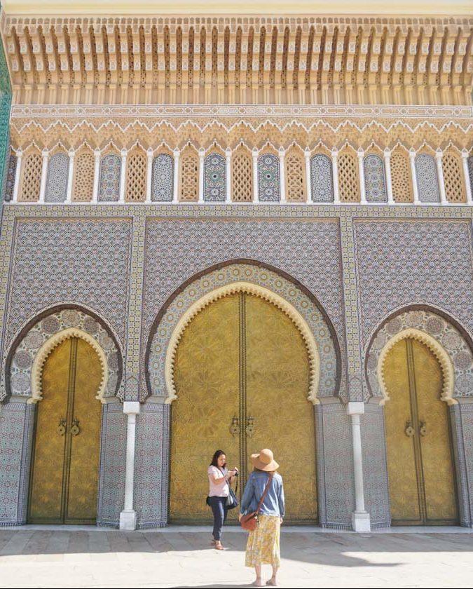 Palais royal de Fès dans notre article Visiter Fès au Maroc : Découverte de sa vieille-ville, la Médina de Fès #fes #maroc #medina #voyage #maghreb #unesco