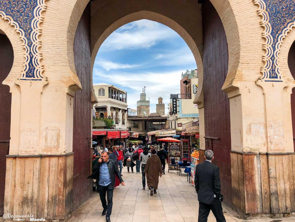 La porte bleue, la porte principale de la Médina de Fès dans notre article Visiter Fès au Maroc : Découverte de sa vieille-ville, la Médina de Fès #fes #maroc #medina #voyage #maghreb #unesco